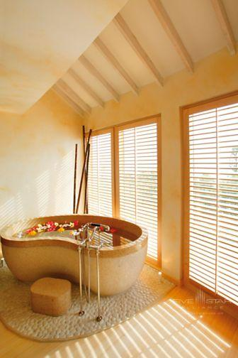 A soaking tub built for two at Elbow Beach Bermuda
