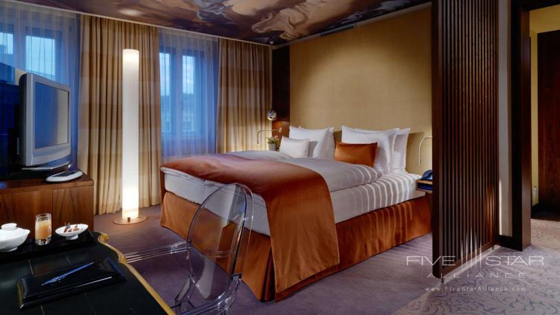 Hotel Vier Jahreszeiten Kempinski Deluxe Room