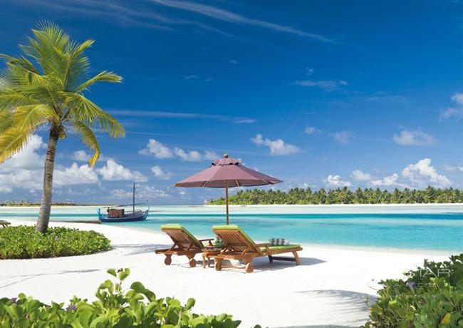 Naladhu Resort Beach