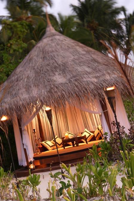Naladhu Resort