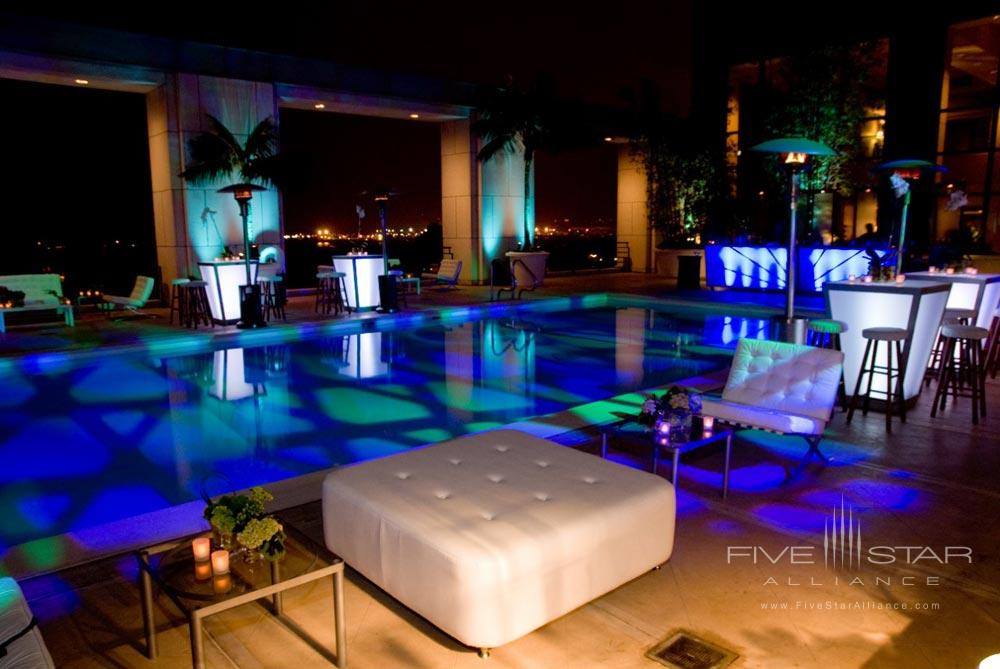 Pool and Lounge at Manchester Hyatt San Diego