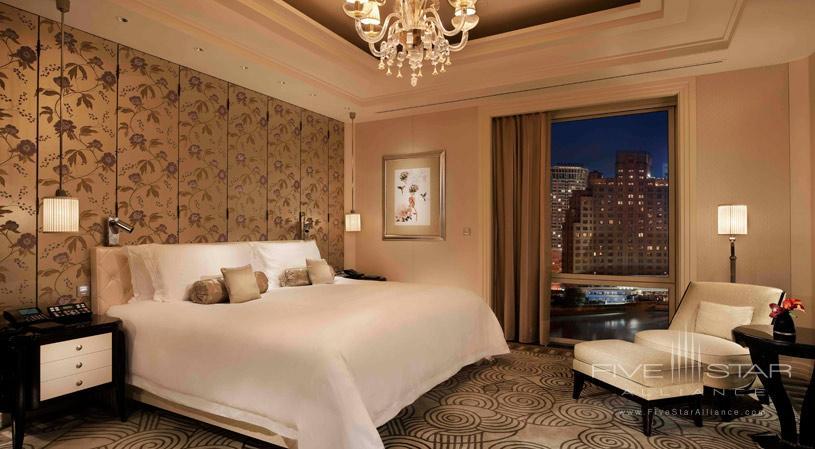 Bedroom of Peninsula Suite