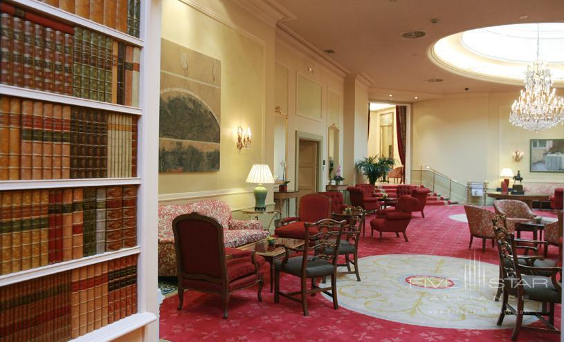 Wellington Hotel Hall