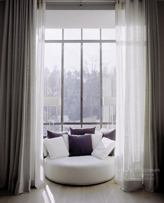 La Reserve Paris Guest Room Window Lounge
