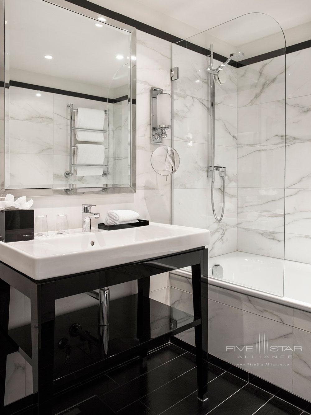 Contemporary Bath at Castille Paris