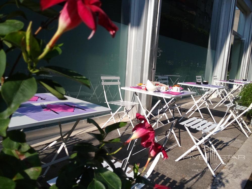 Outdoor Breakfast at Ripa Hotel, Rome, Italy