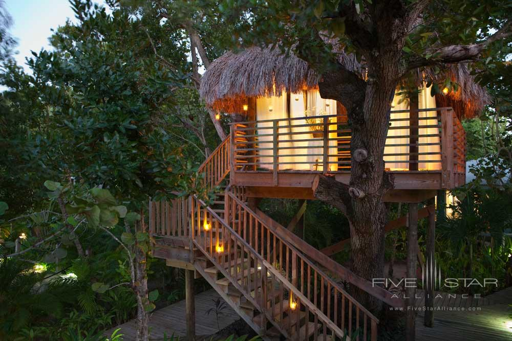 The Tree House Spa Hut at Couple Negril has ocean and garden views