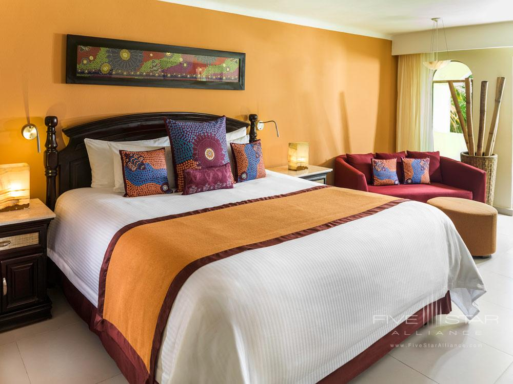 Jacuzzi Junior Suite at El Dorado Royale Spa Resort