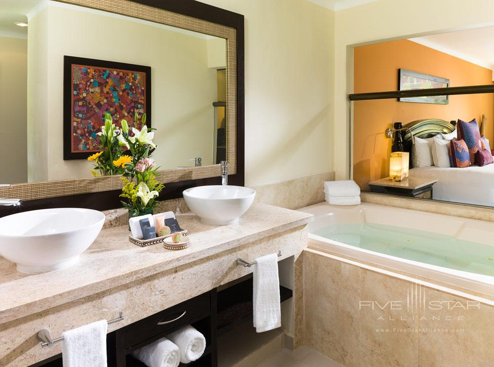 Jacuzzi Suite at El Dorado Royale