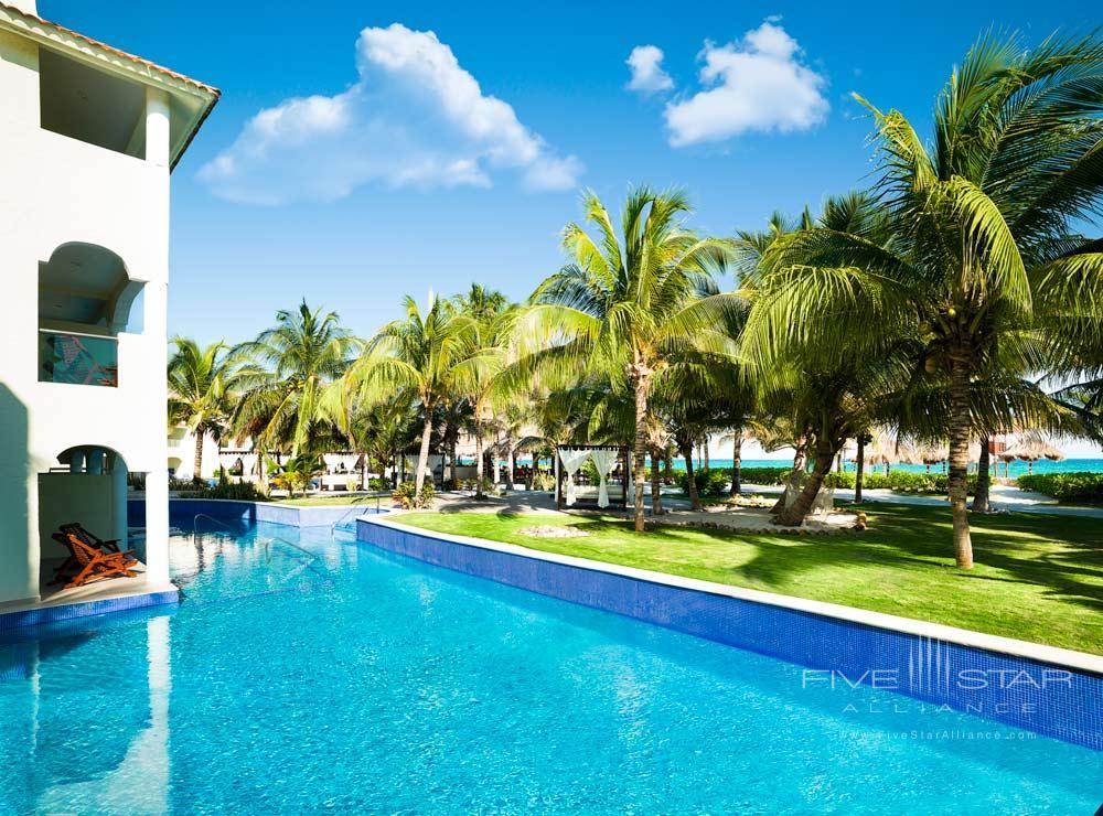 Luxury Swim Up Jacuzzi Junior Suite at El Dorado Royale Spa Resort