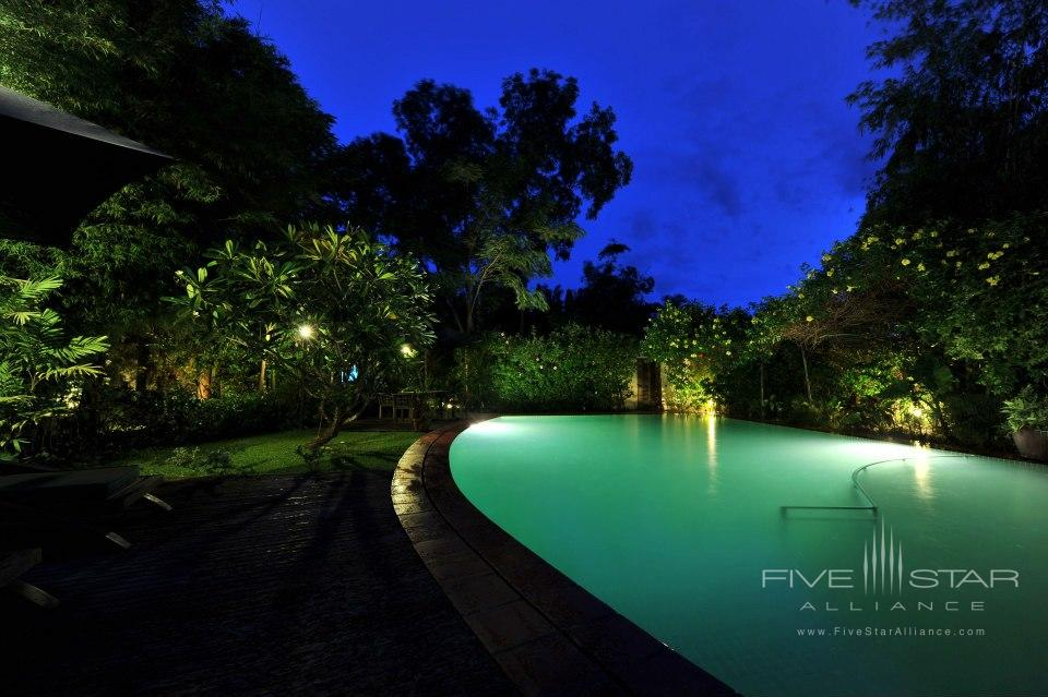 AMATAO Tropical Residence Pool by night
