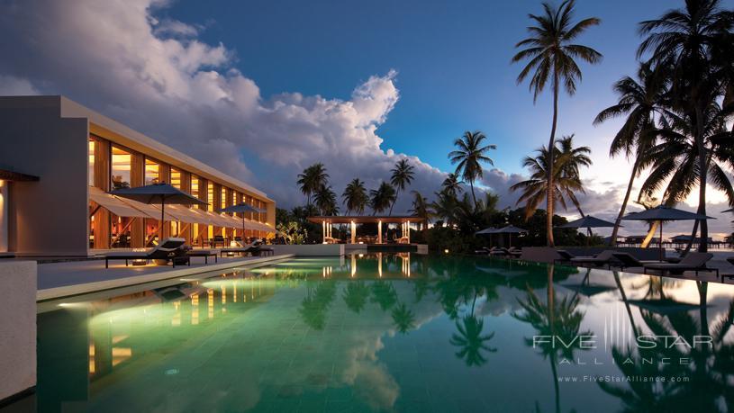 Park Hyatt Maldives Hadahaa The Dining Room Pool and Bar