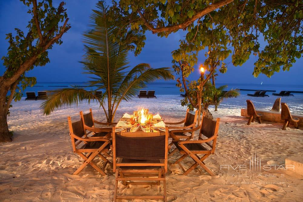Outdoor dining at Constance Moofushi Maldives