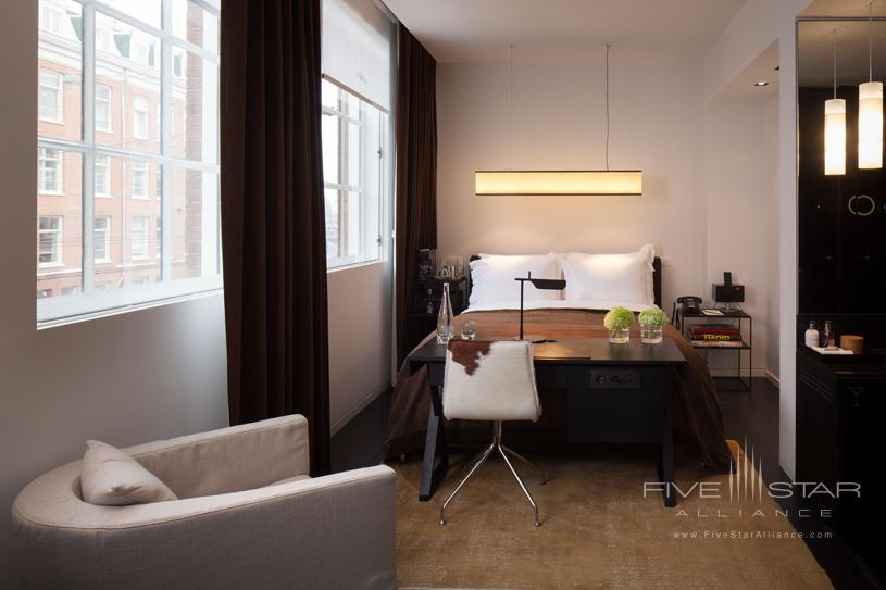 Sir Albert Hotel Suite