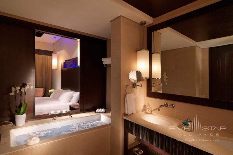 Anantara Dubai-Premier Lagoon Bathroom
