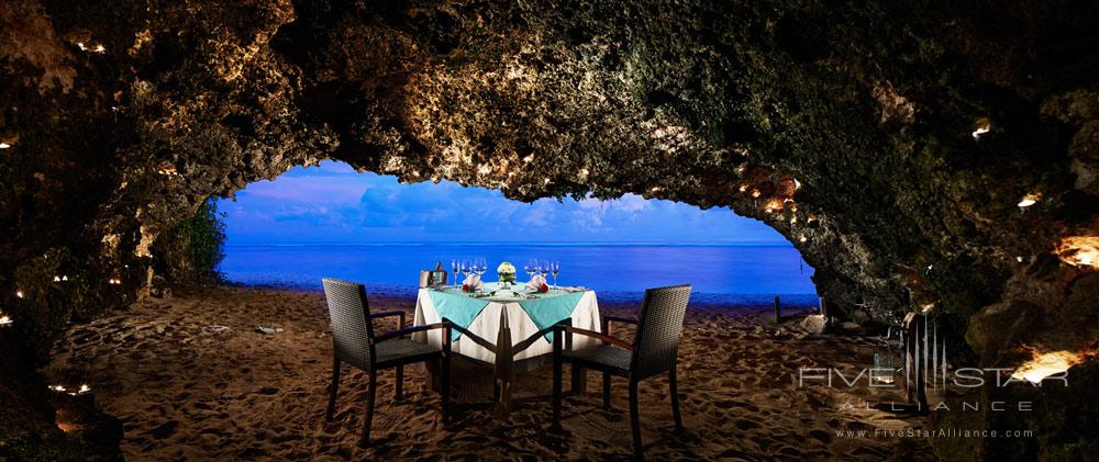 Romantic Dining Setting at Samabe Bali Resort and Spa