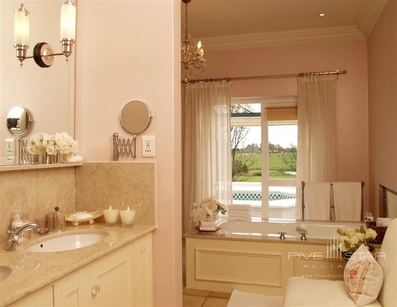 Kurland Hotel Guest Bathroom