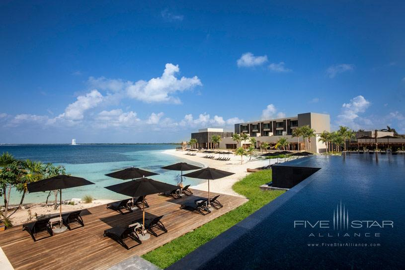 Exterior of the NIZUC Resort and Spa Cancun
