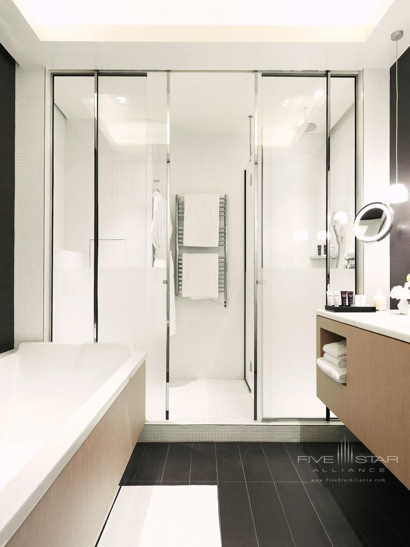 Bathroom of Junior Suite at Grand Palais Royale Hotel