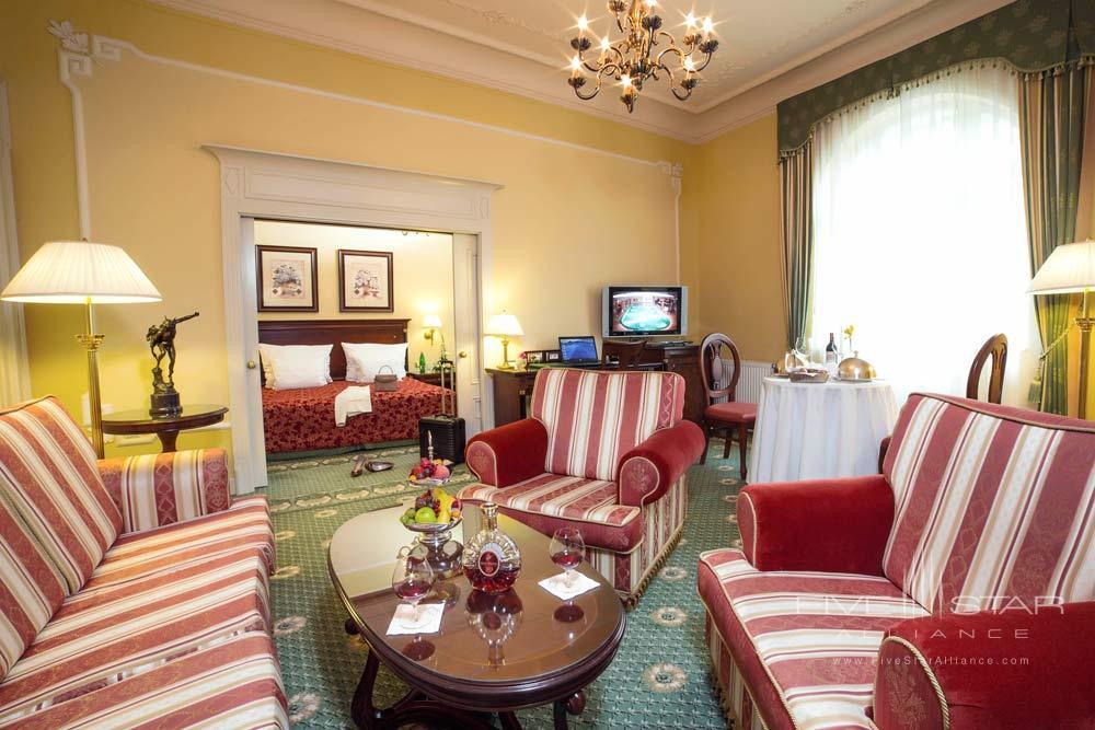 Guest Room at Carlsbad Plaza