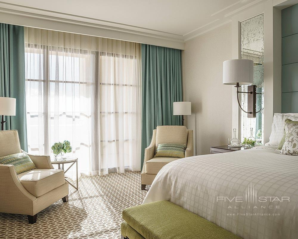 Park View Deluxe Suite Bedroom at Four Seasons Orlando