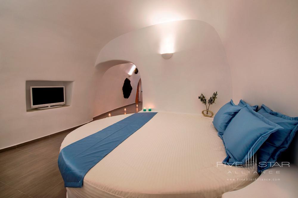 Deluxe Plunge Pool and Indoor Jacuzzi Suite BedroomPegasus Suites and SpaSantorini