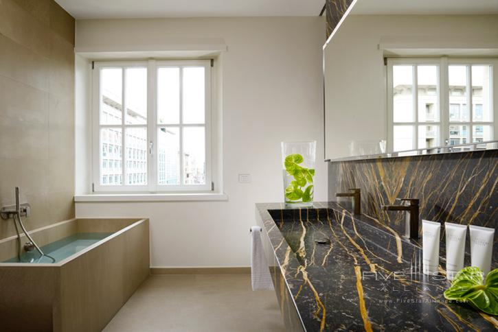 Palazzo Montemartini Guest Bathroom