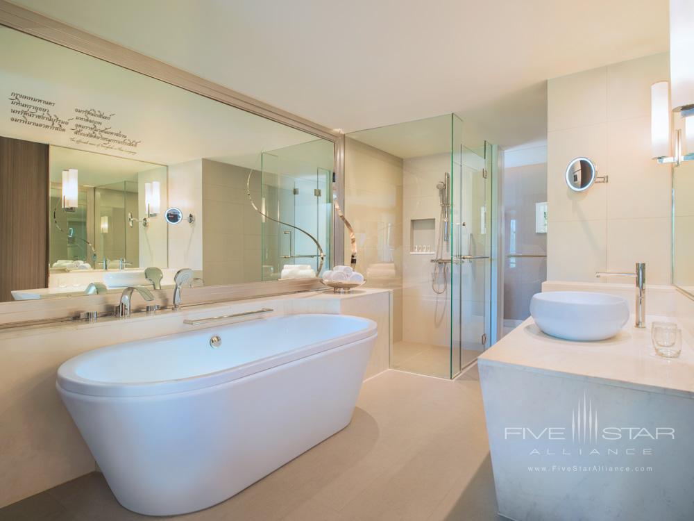 Bath at Le Meridien Suvarnabhumi Bangkok Golf Resort and Spa