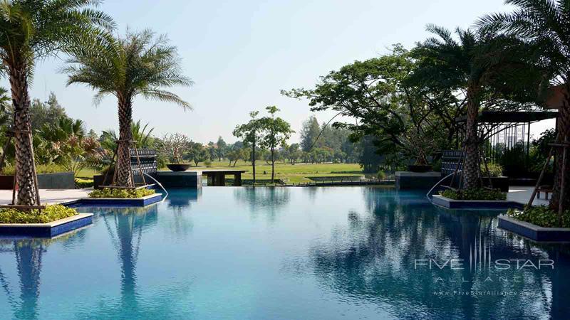 Le Meridien Suvarnabhumi Infinity Pool