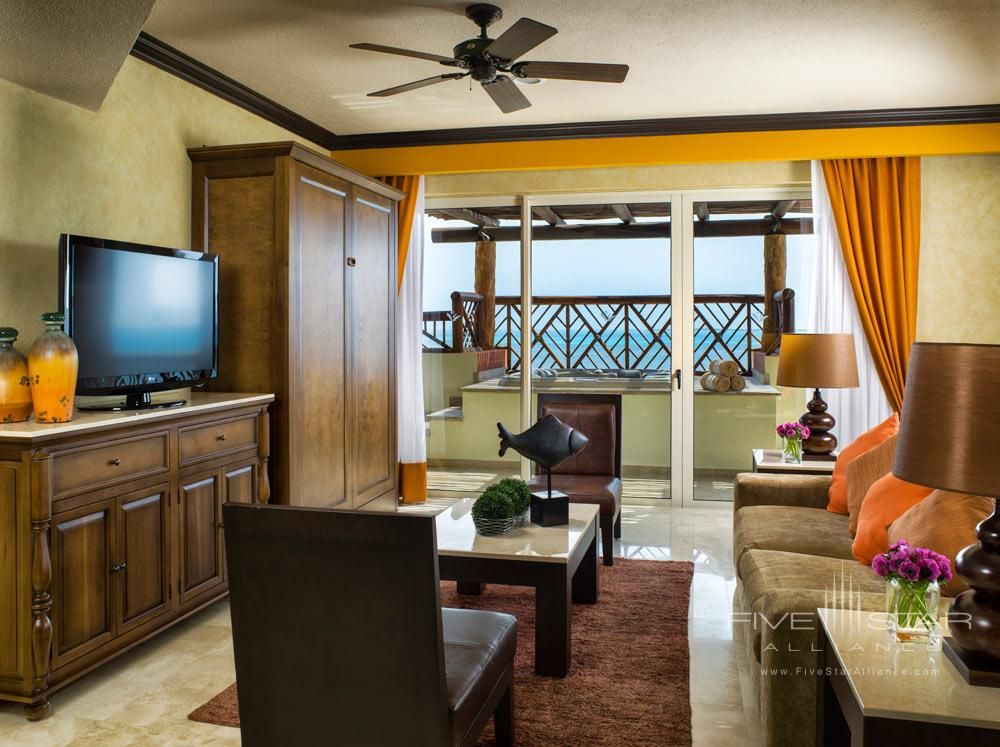 Three Bedroom Master Residence Living Area with Balcony and Private Spa, Villa del Palmar Cancun, Mexico