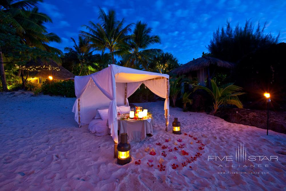 Private dining on the beach at Pacific Resort Aitutaki