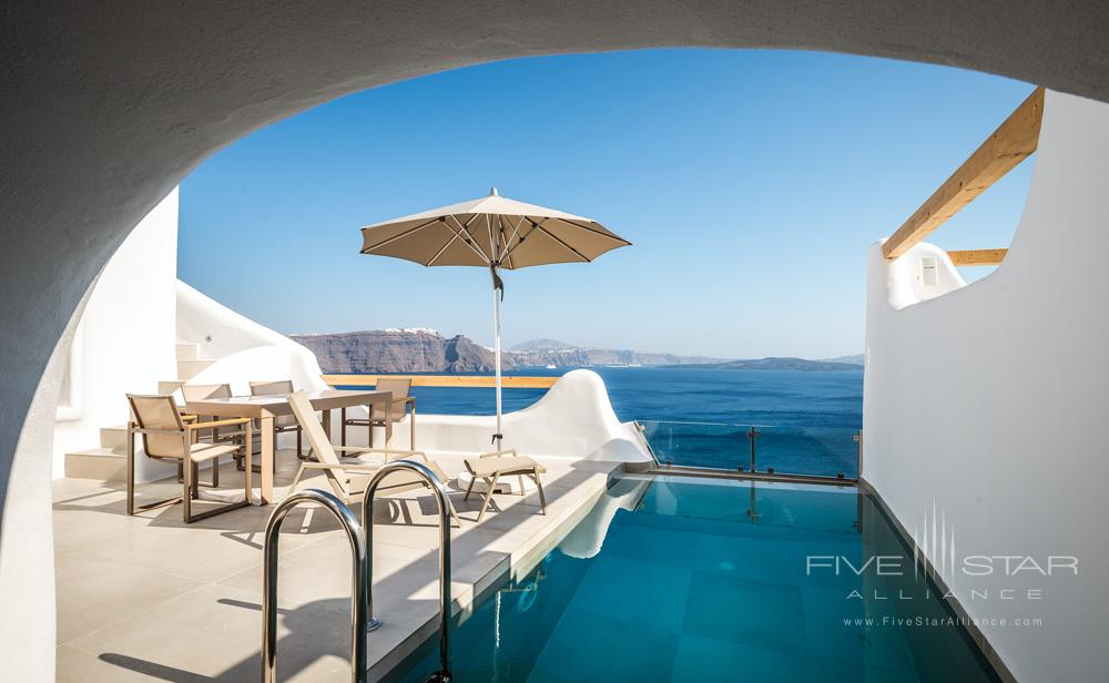 Private pool at Elite Luxury Suites Santorini