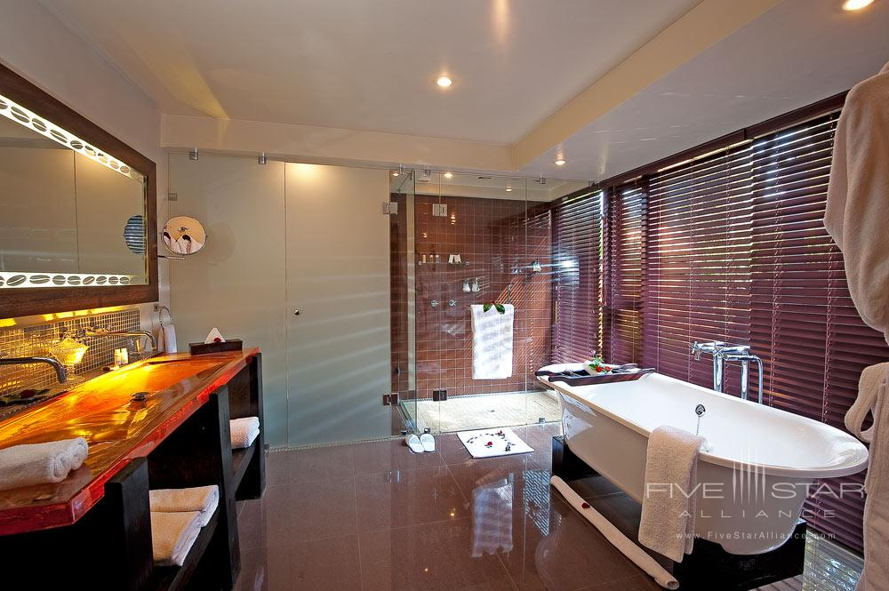 Plantation Suite Bathroom at Arusha Coffee Lodge