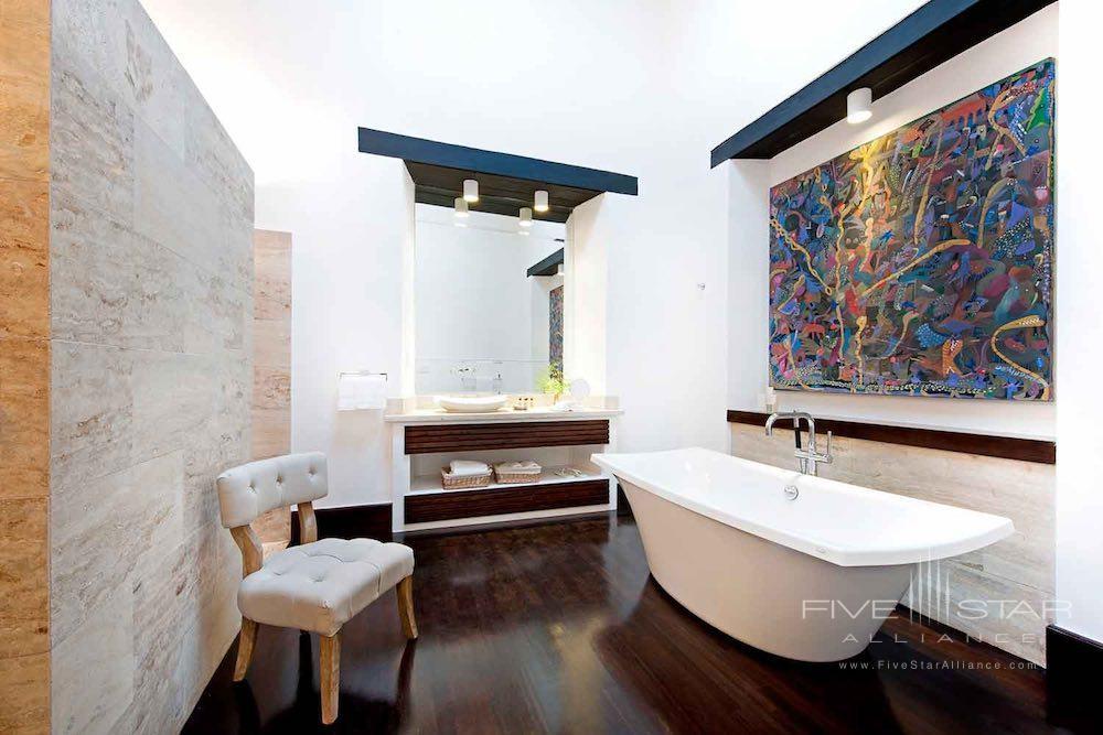 Bath of a guest room at Casas del XVI in Santo Domingo