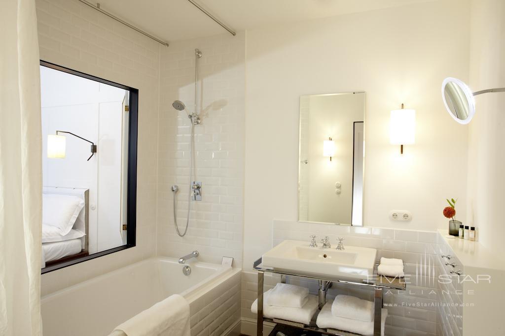 Louis Hotel Munich Guest Bathroom