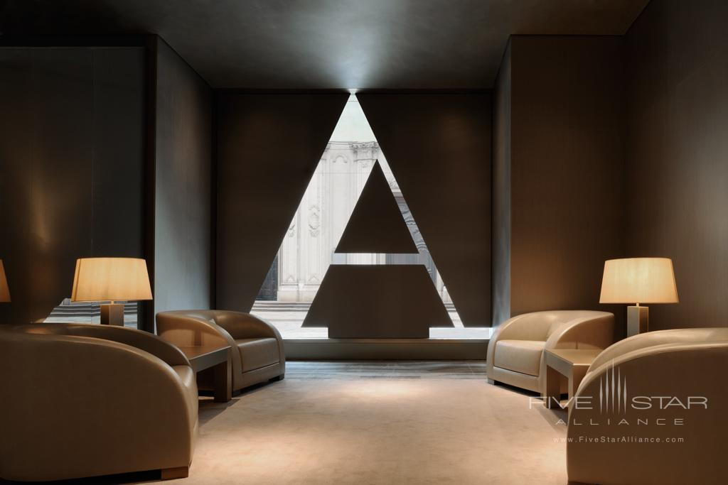 Welcome lounge at Armani Hotel Milano
