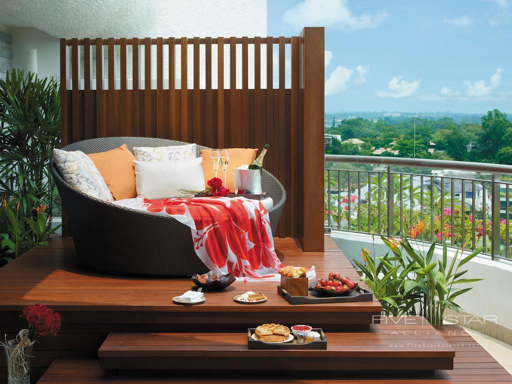 Honeymoon Suite Balcony at Shangri-La Hotel Singapore