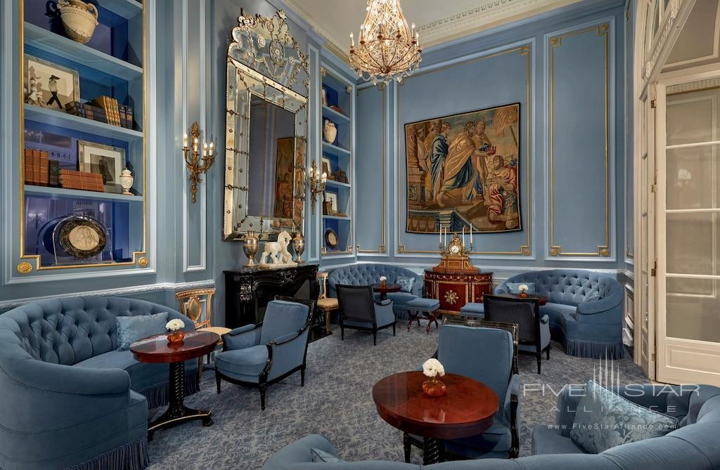 Library in The St. Regis Grand Rome