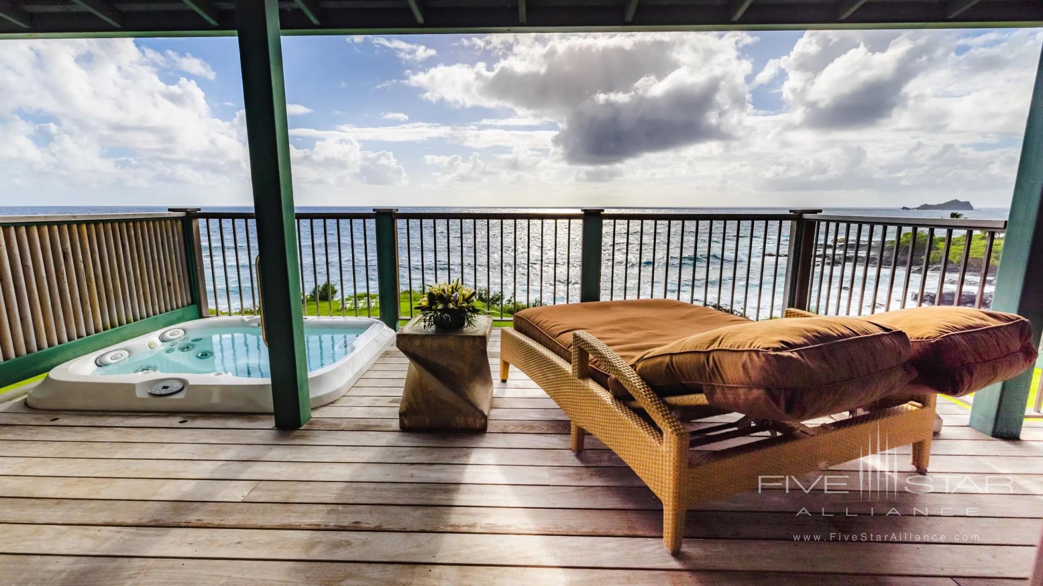 Hana-Maui Oceanfront Bungalow Jacuzzi