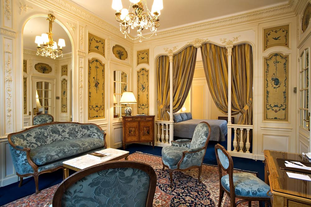Junior Suite at Raphael Paris