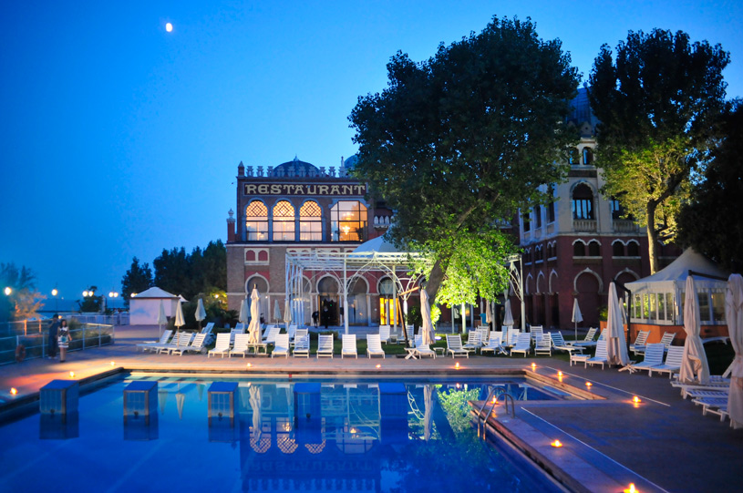 Hotel Excelsior Venice Pool by Night