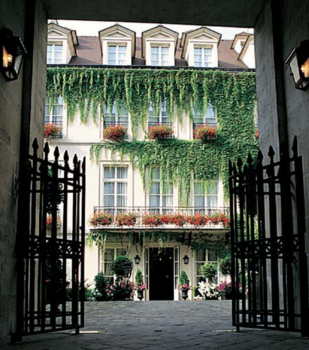 Gorgeous gated entrance to Paris boutique hotel