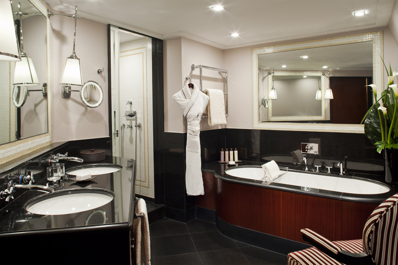 Hotel Fouquet's Barriere Duplex Suite Bathroom