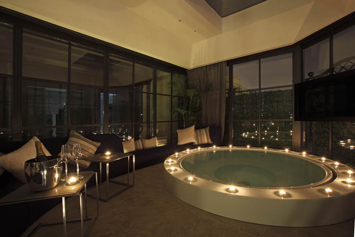 Regina Hotel Baglioni Roman Penthouse Jacuzzi at Night