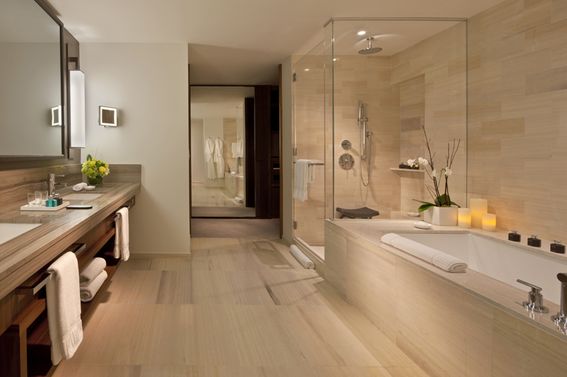 Langham Place Fifth Avenue Guest Bathroom