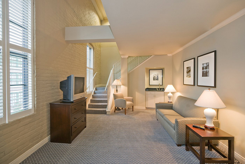 Wyndham Riverfront Hotel Guest Room Suite