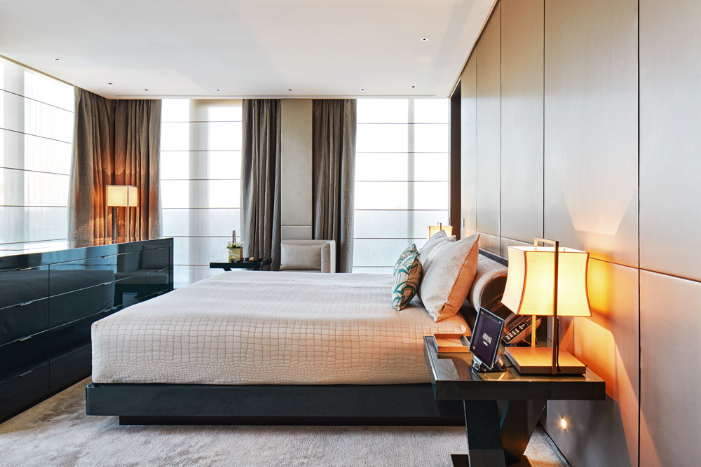 The top 30 hotels in 2012 16 the armani hotel milano for Luxury hotel milano