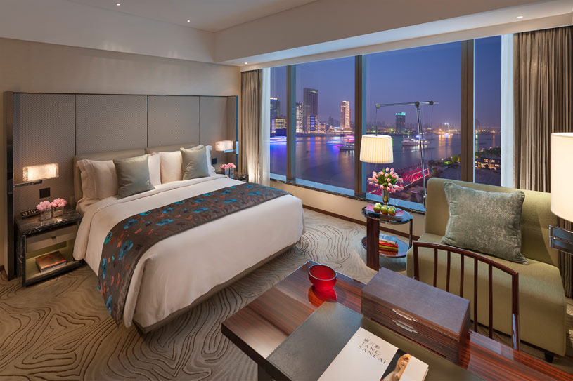 Deluxe River King Room at The Shanghai Pudong