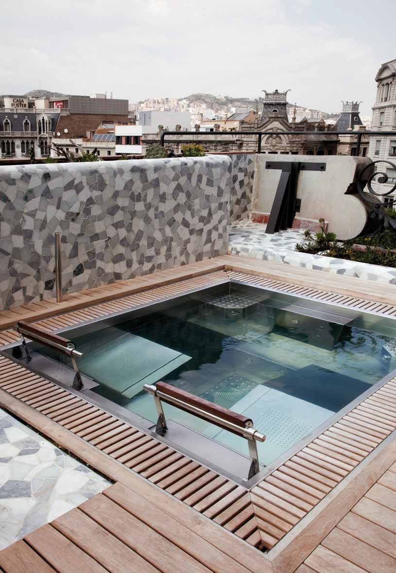 Jacuzzi at Palauet Living Barcelona