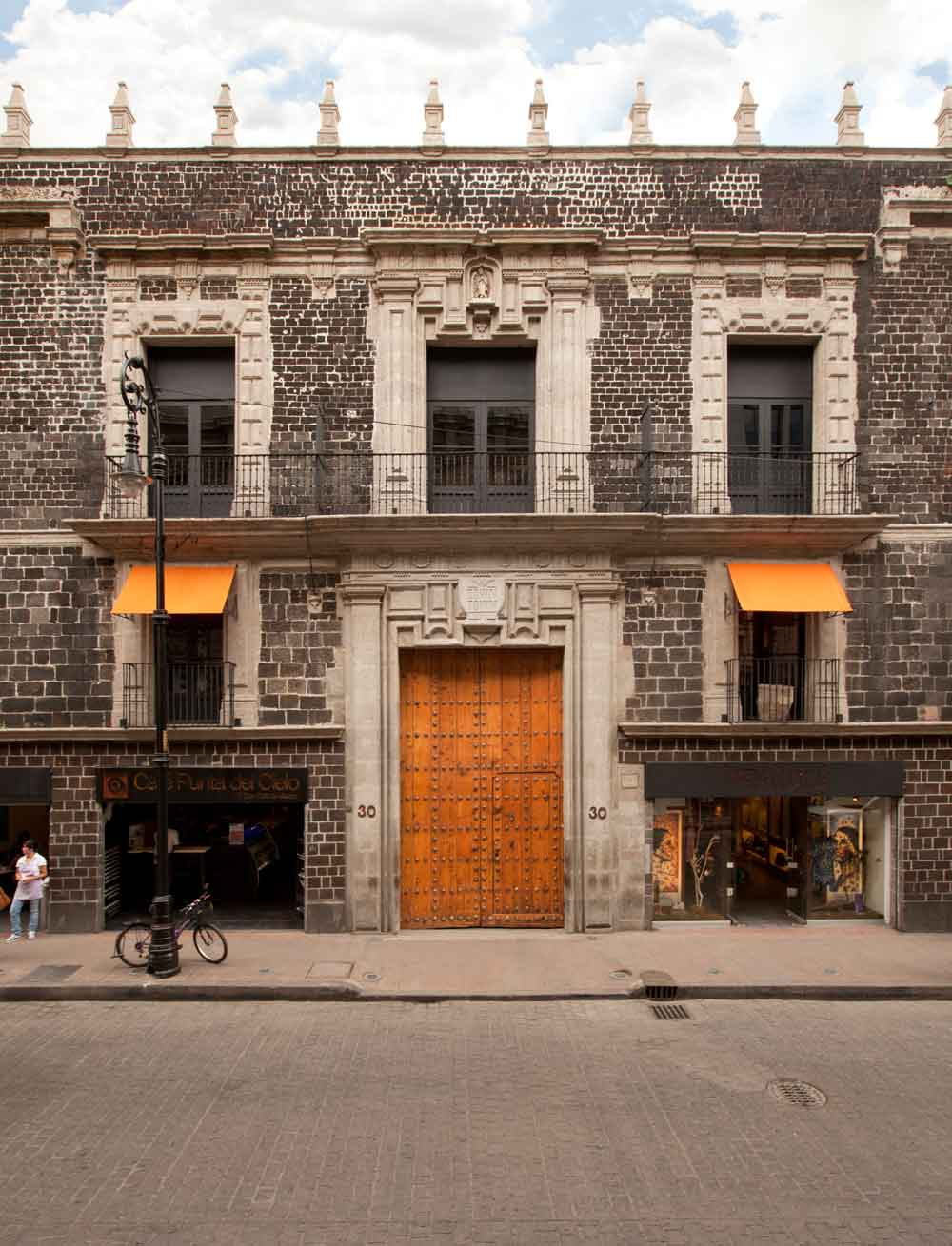 Blending Colonial 17th Century Grandeur With A Raw Industrial Edge, Downtown Integrates Local Indigenous Culture Into Its Concept While Celebrating Its Location In The Centro Historico Borough Of Mexico City.